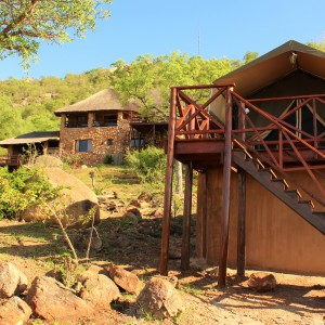 pic-10-lodge-and-suite-tent