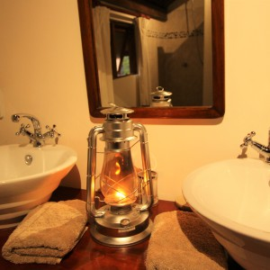pic-16-bathroom-in-tent